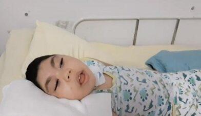 Criança de 5 anos de idade da zona rural de Santa Teresinha portadora de microcefalia está precisando de ajuda